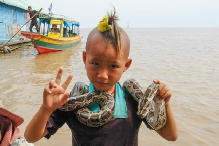 Dollar for my snake - Tonle Sap Lake - Cambodia